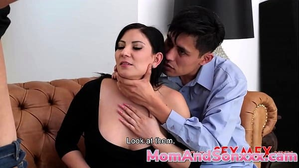 Teresa Ferrer and Pamela Rios